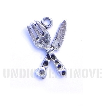 CIBO 008 pendente ciondolo forchetta coltello mangiare fork knife food miniature charm 1129 15x22mm