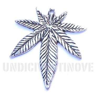 FLORA 011 ciondolo pendente foglia canapa marjiuana leaf silver charm 1129 39x35mm